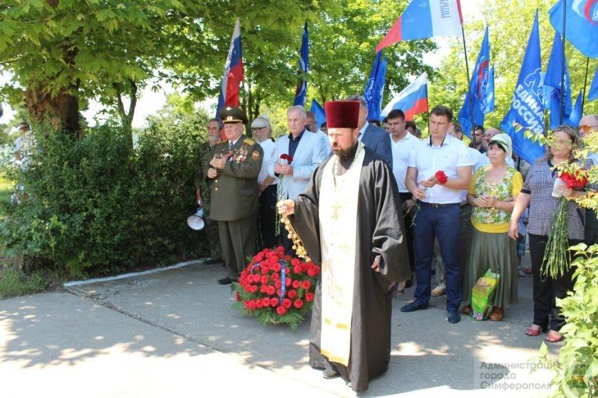 В День памяти и скорби в Симферополе почтили память павших героев-освободителей (ФОТОРЕПОРТАЖ) (фото) - фото 15