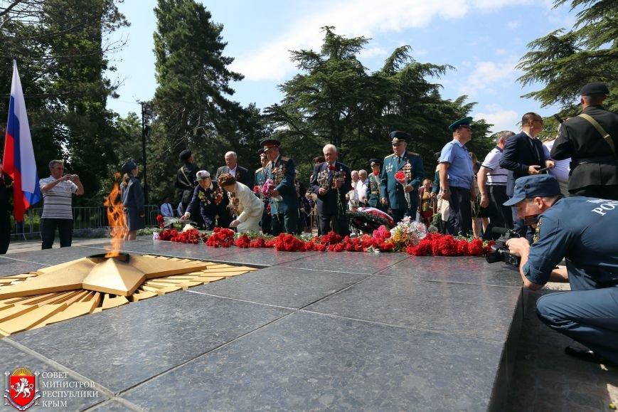 В День памяти и скорби в Симферополе почтили память павших героев-освободителей (ФОТОРЕПОРТАЖ, ВИДЕО), фото-5