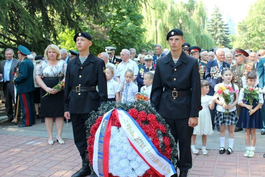 В День памяти и скорби в Симферополе почтили память павших героев-освободителей (ФОТОРЕПОРТАЖ) (фото) - фото 1