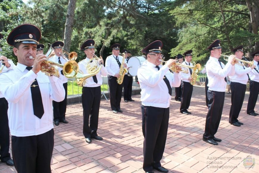 В День памяти и скорби в Симферополе почтили память павших героев-освободителей (ФОТОРЕПОРТАЖ) (фото) - фото 11