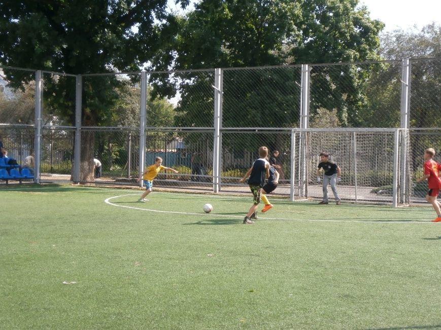В Артемовске прошли соревнования по мини-футболу (фото) - фото 1