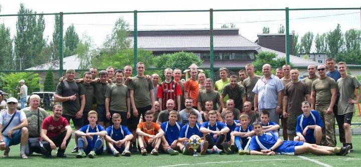 Военные отметили День медика игрой в футбол в Красноармейске (фото) - фото 4