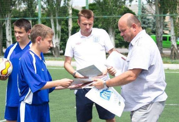 Военные отметили День медика игрой в футбол в Красноармейске (фото) - фото 3