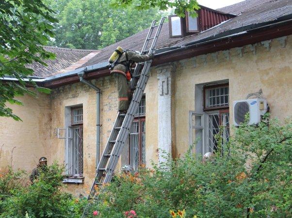 В Киеве во время пожара психиатрической больнице эвакуировали 35 человек (ФОТО) (фото) - фото 1