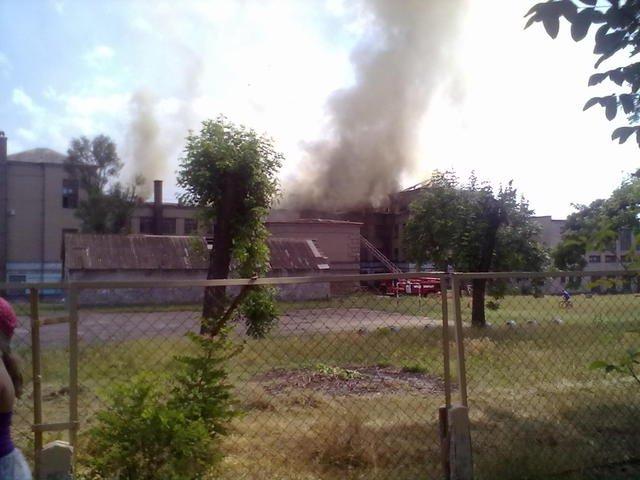 Масштабный пожар в Запорожье: десятки спасателей тушат школу (ФОТО) (фото) - фото 2