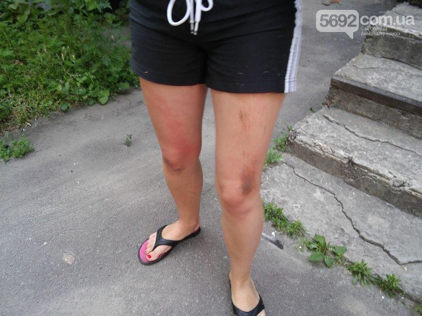 В Днепродзержинске во дворе жилого дома мужчина спас жену и ребенка от ДТП (фото) - фото 8