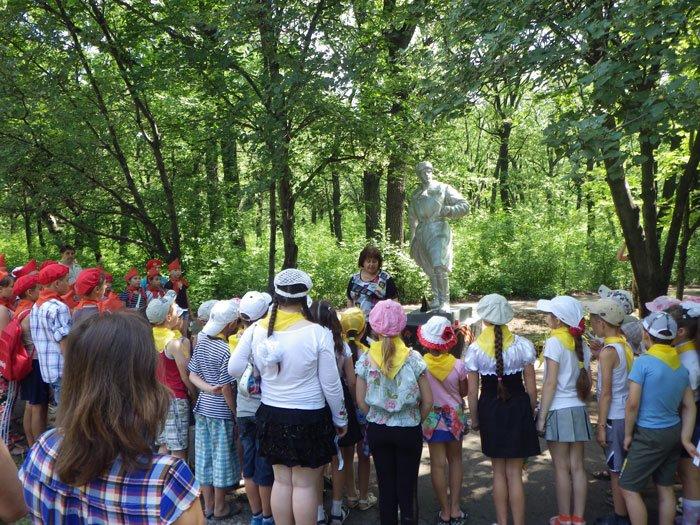 В парке им.Н.А.Вознесенского прошла акция «Зажги свою свечу памяти», фото-4