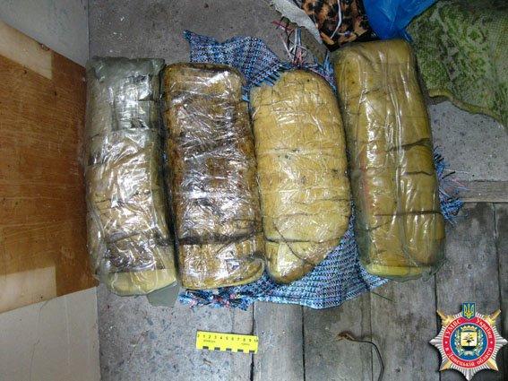 У жительницы Часов Яра изъяли 25 килограмм взрывчатки (фото) - фото 1