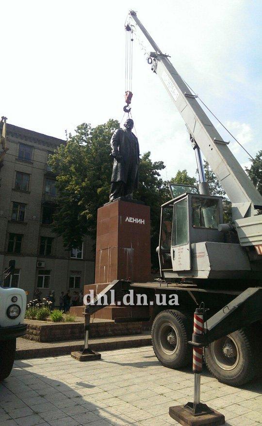 В Дружковке убирают Ленина с постамента (ФОТО) (фото) - фото 1