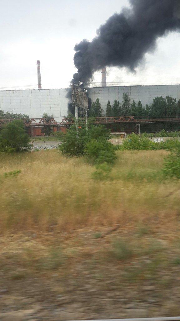 В Волгограде горит завод «Красный октябрь» (фото) - фото 1