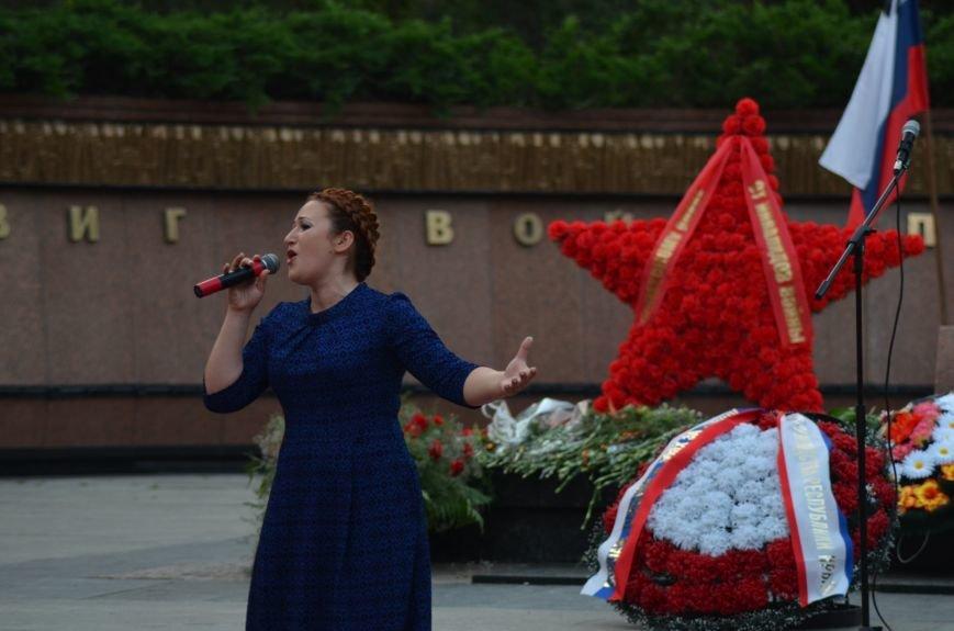 Симферополь зажег «Свечу памяти»: У могилы Неизвестного солдата активисты выложили из свечей красную звезду (ФОТО, ВИДЕО), фото-2