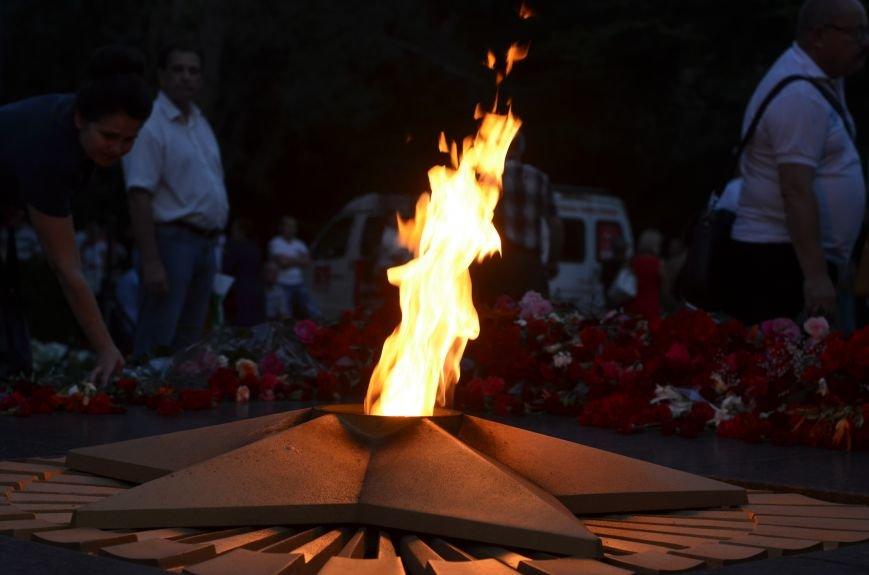 Симферополь зажег «Свечу памяти»: У могилы Неизвестного солдата активисты выложили из свечей красную звезду (ФОТО, ВИДЕО), фото-10