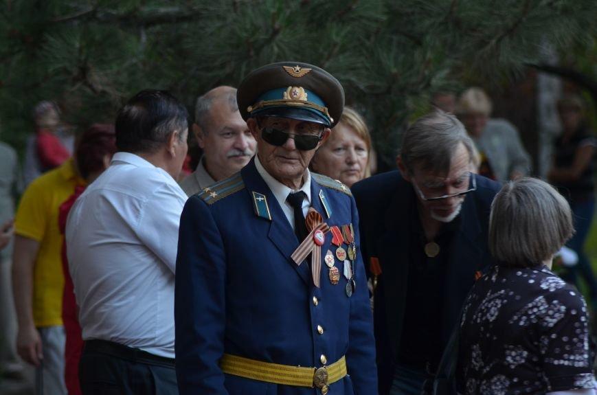 Симферополь зажег «Свечу памяти»: У могилы Неизвестного солдата активисты выложили из свечей красную звезду (ФОТО, ВИДЕО), фото-7