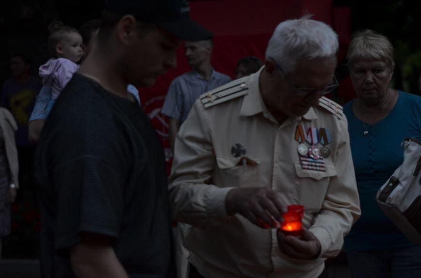 Симферополь зажег «Свечу памяти»: У могилы Неизвестного солдата активисты выложили из свечей красную звезду (ФОТО, ВИДЕО), фото-13