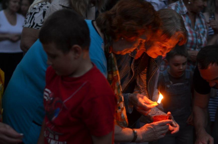 Симферополь зажег «Свечу памяти»: У могилы Неизвестного солдата активисты выложили из свечей красную звезду (ФОТО, ВИДЕО), фото-12