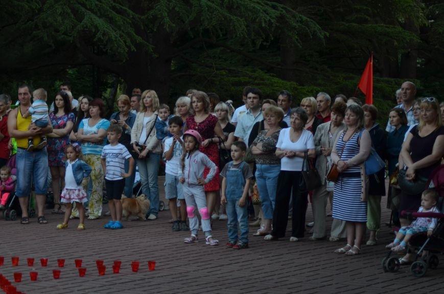 Симферополь зажег «Свечу памяти»: У могилы Неизвестного солдата активисты выложили из свечей красную звезду (ФОТО, ВИДЕО), фото-6