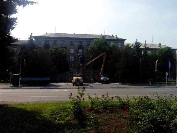 В Донецкой области демонтировали еще один памятник вождю пролетариата (ФОТО) (фото) - фото 3