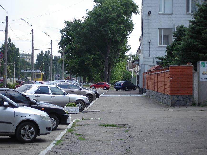 Особливості паркування по-полтавськи. Фотофакт (фото) - фото 2