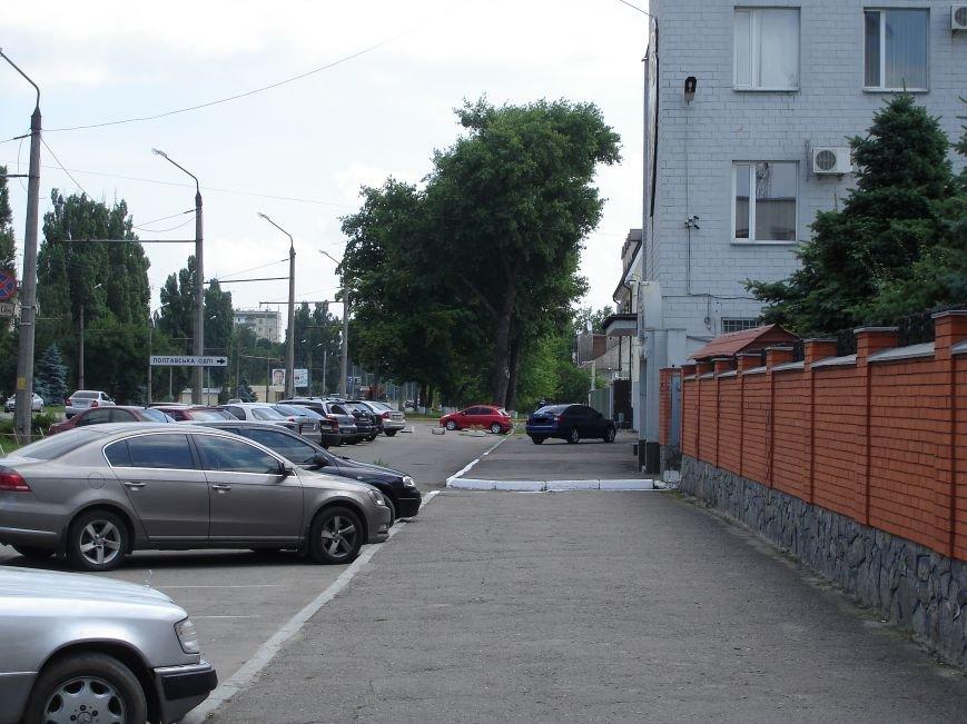 Особливості паркування по-полтавськи. Фотофакт (фото) - фото 1