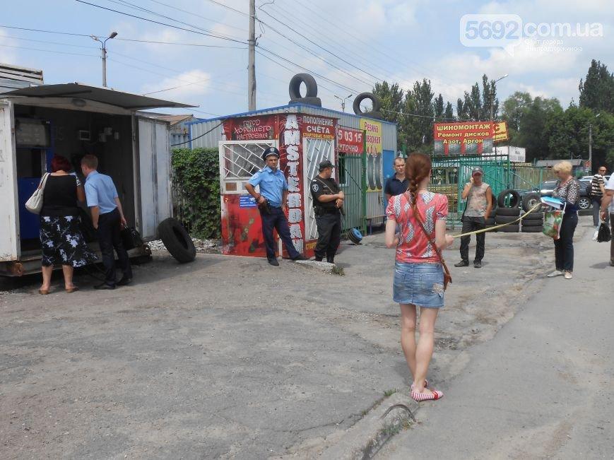 В Днепродзержинске ведется проверка работы АЗС на улице Республиканской (фото) - фото 2