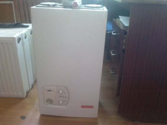 На Харьковщине мужчина украл у соседки газовый котел и радиаторы (фото) - фото 1