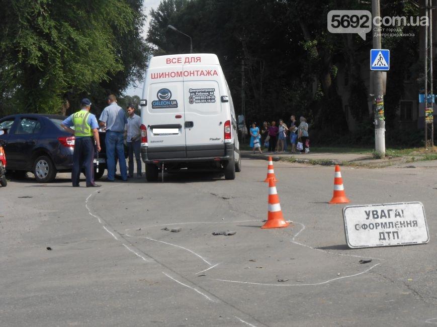 В Днепродзержинске на перекрестке Республиканской и Аношкина произошло ДТП (фото) - фото 7