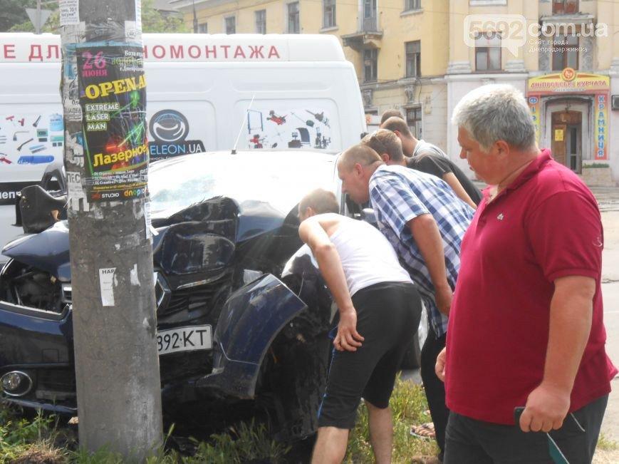 В Днепродзержинске на перекрестке Республиканской и Аношкина произошло ДТП (фото) - фото 2