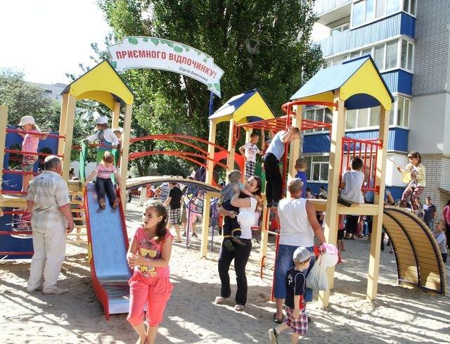 В Чернигове, по инициативе Сергея Березенко, открыли новый детский городок, фото-2