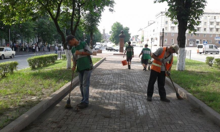 В Енакиево благоустраивают знаковые места, фото-5