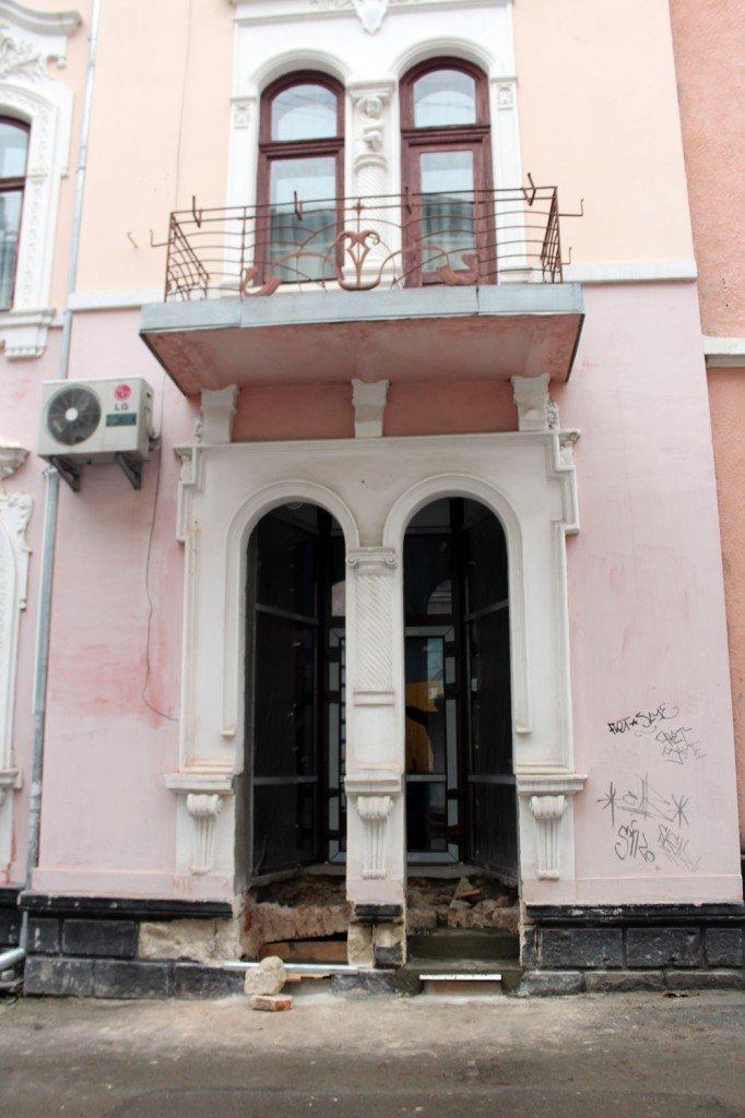 У Тернополі, де пошкодили пам'ятку місцевого значення, відкрили забігайлівку (фото) (фото) - фото 1