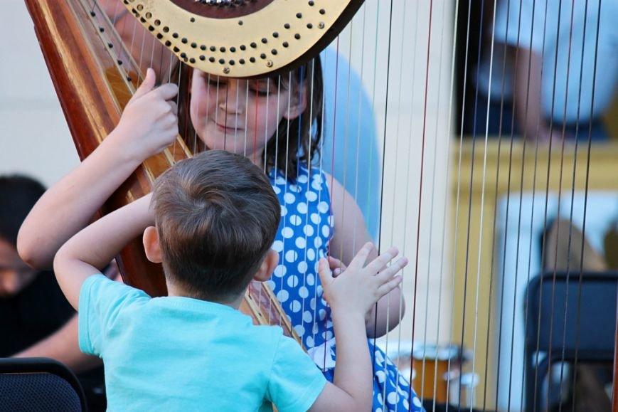 Фоторепортаж: В центре Одессы разливались звуки симфонического оркестра (ФОТО) (фото) - фото 1