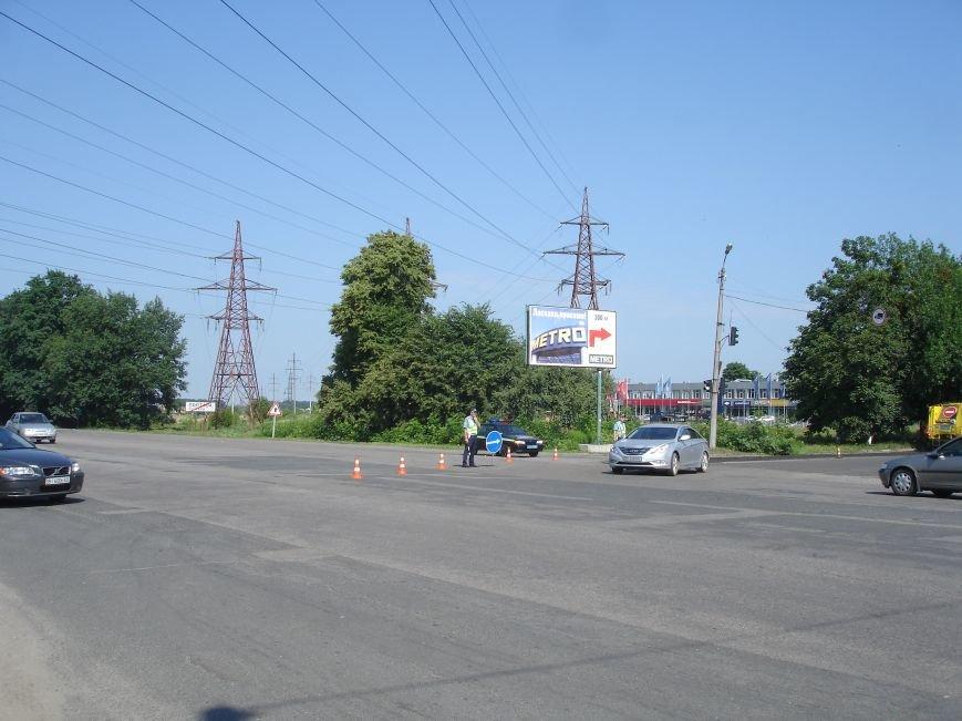 В Полтаві й досі перекрита ділянка траси Київ-Харків. Фото (фото) - фото 6