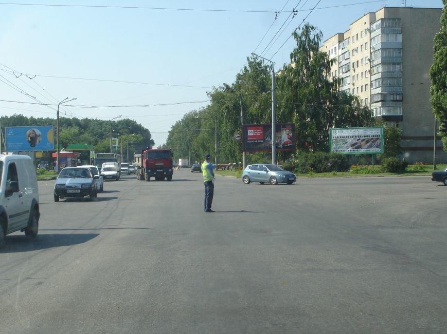 В Полтаві й досі перекрита ділянка траси Київ-Харків. Фото (фото) - фото 9