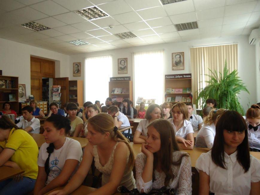 Молодёжная акция «Наркомания - зло XXI века» прошла в лабинской библиотеке им. Лихачева (фото) - фото 1