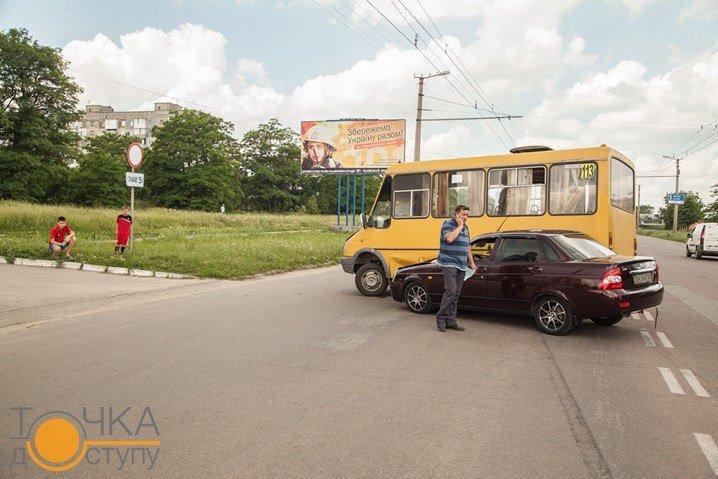В Кировограде столкнулись маршрутка и легковой автомобиль. ФОТО (фото) - фото 1