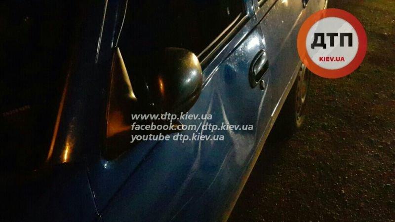В Киеве на Воздухофлотском проспекте пешеход не разминулся с Daewoo (фото) - фото 1