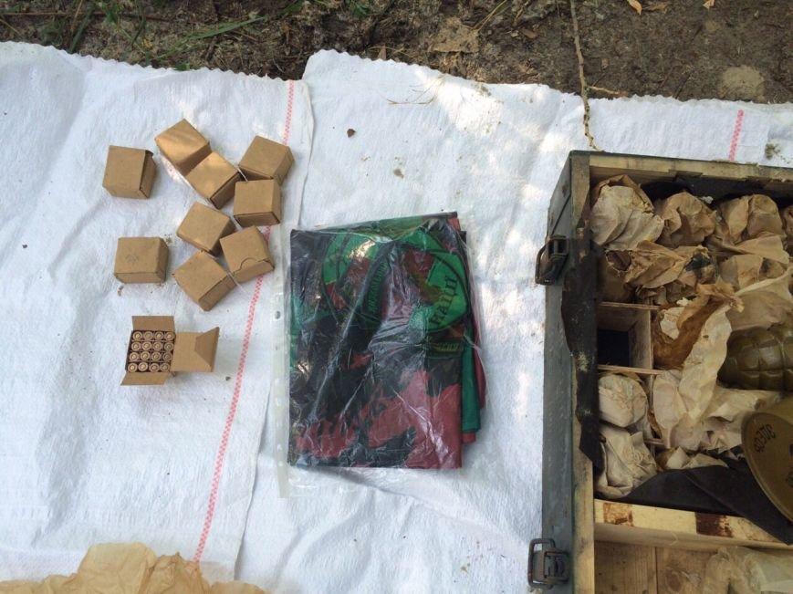 В Запорожье прокуратура расследует дело о найденном тайнике оружия на Песках (ФОТО), фото-1