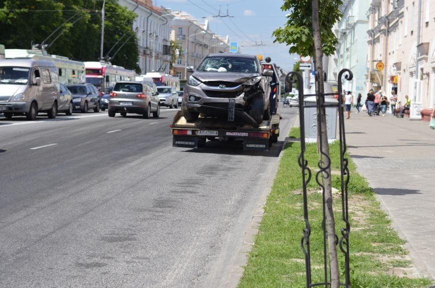 В Гомеле на перекрестке столкнулись «Мерседес» и внедорожник  «Хёндэ». Водитель легковушки «родился в рубашке» (ОБНОВЛЕНО), фото-16