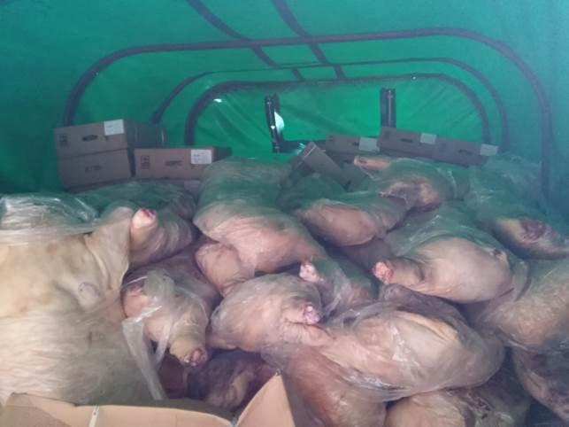 На территорию «ЛНР» военные за деньги пытались ввезти 10 тонн мяса (фото) - фото 2