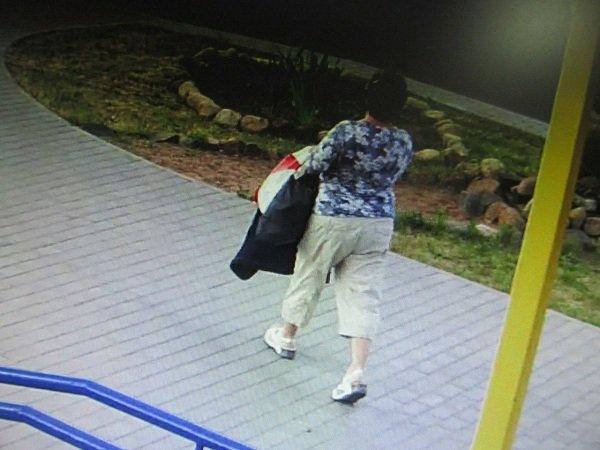 В Гродно разыскивают «банную» воровку за кражу женской сумочки (фото) - фото 2