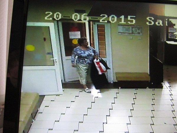 В Гродно разыскивают «банную» воровку за кражу женской сумочки (фото) - фото 1