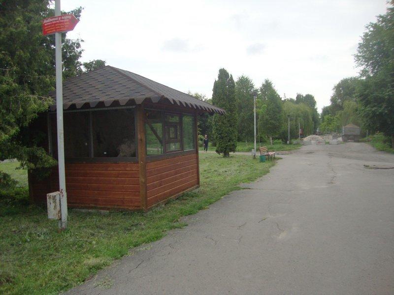 У Тернополі немов з-під землі ростуть незаконно встановленні кіоски (фото) (фото) - фото 1