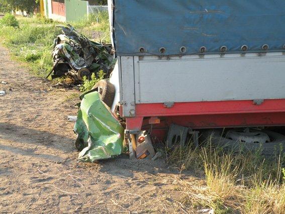 Смерть на встречке: на Николаевщине водитель не заметил грузовик в сумерках (ФОТО) (фото) - фото 3