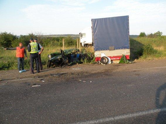 Смерть на встречке: на Николаевщине водитель не заметил грузовик в сумерках (ФОТО) (фото) - фото 4