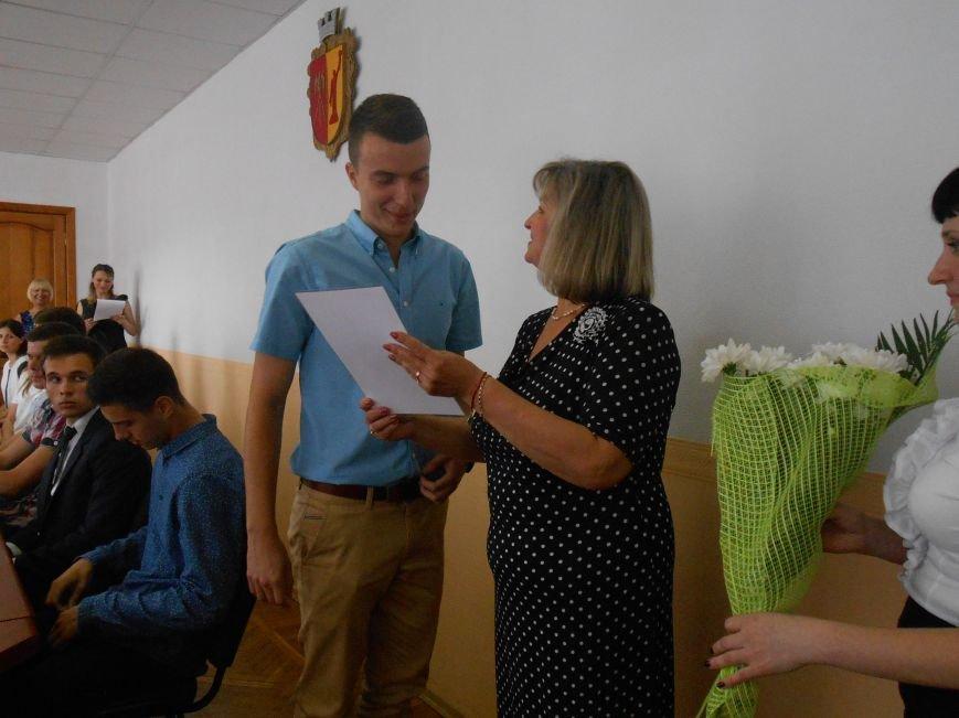 В Днепродзержинском горсовете поздравляли молодежь (фото) - фото 7