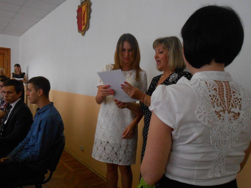 В Днепродзержинском горсовете поздравляли молодежь (фото) - фото 5