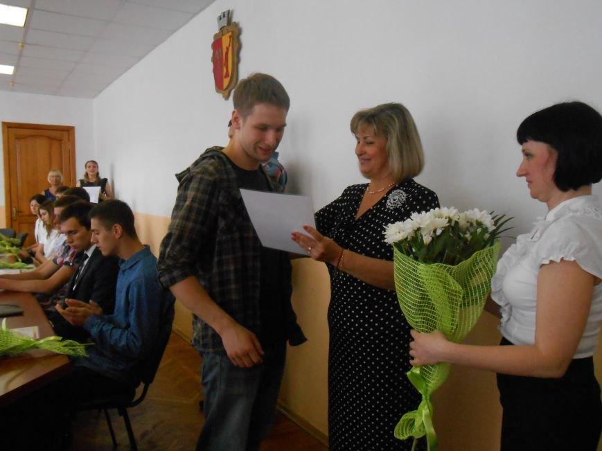 В Днепродзержинском горсовете поздравляли молодежь (фото) - фото 11