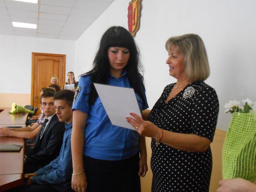 В Днепродзержинском горсовете поздравляли молодежь (фото) - фото 4