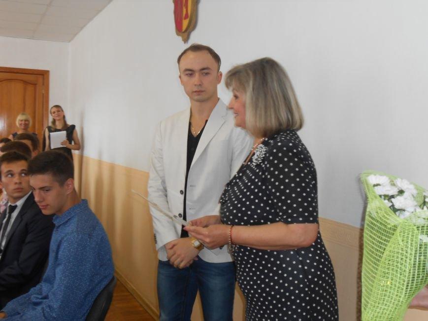 В Днепродзержинском горсовете поздравляли молодежь (фото) - фото 3