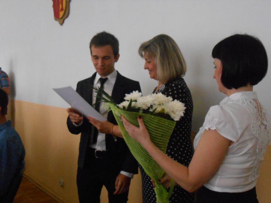 В Днепродзержинском горсовете поздравляли молодежь (фото) - фото 14